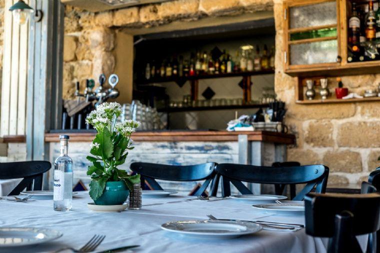 לימאני-נמל קיסריה- מסעדה לאירועים - בר.