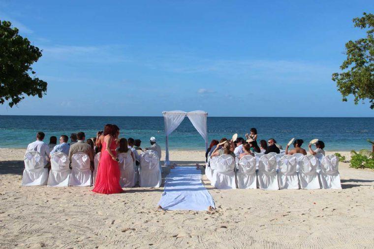 ביאנקני- אירועים על חוף ים המלח-חופה על הים