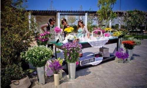 פרחים לארועים - עמדת קישוטי פרחים לארוע