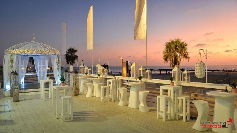 ימה - אזור ישיבה בחוץ מול הים
