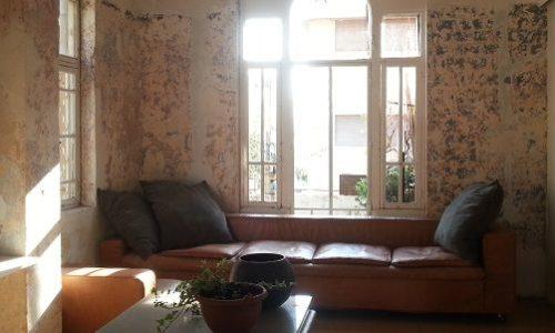 1910- בית עתיק ויפה פינת ישיבה וחלונות גבוהים
