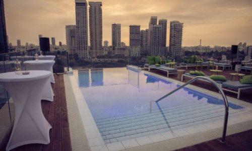 אינדיגו- הנוף האורבני והבריכה