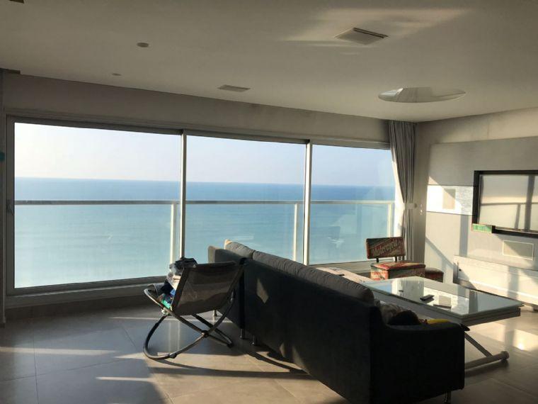 הפנטהאוז בקומה ה11- נוף לים וחלל פנימי