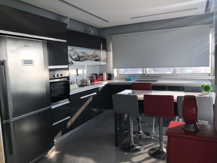 הפנטהאוז בקומה ה11-המטבח