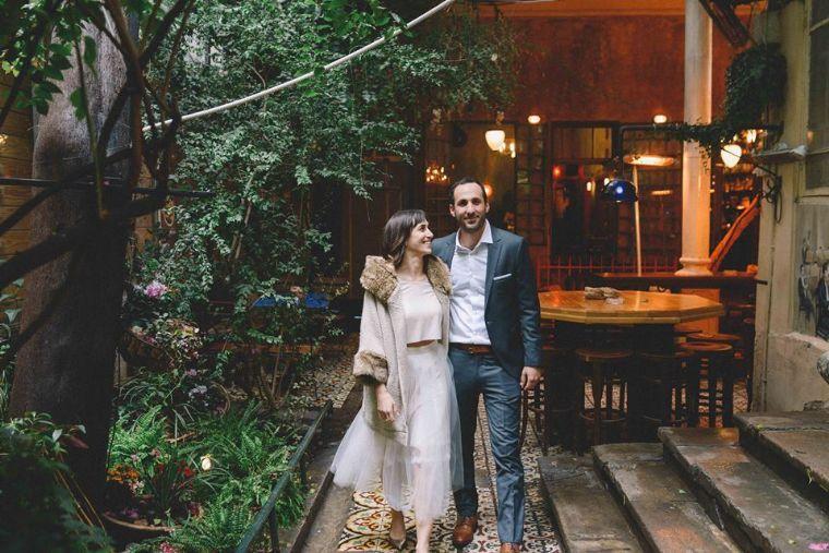 החצר באלנבי- החצר וחתן וכלה