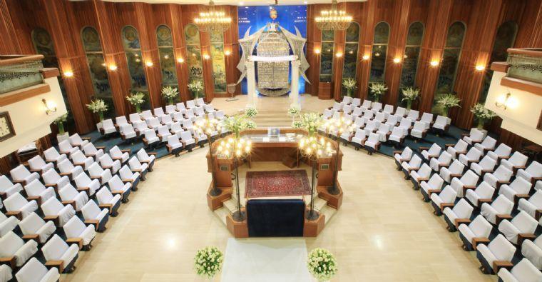 בית הכנסת בהרצליה - חלל פנימי הטקס