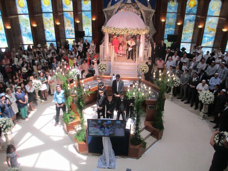 בית הכנסת בהרצליה- טקס ואזור ישיבה