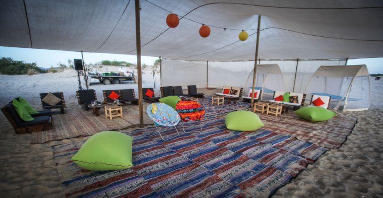 האוהל המפנק על הים- פנים וזולות