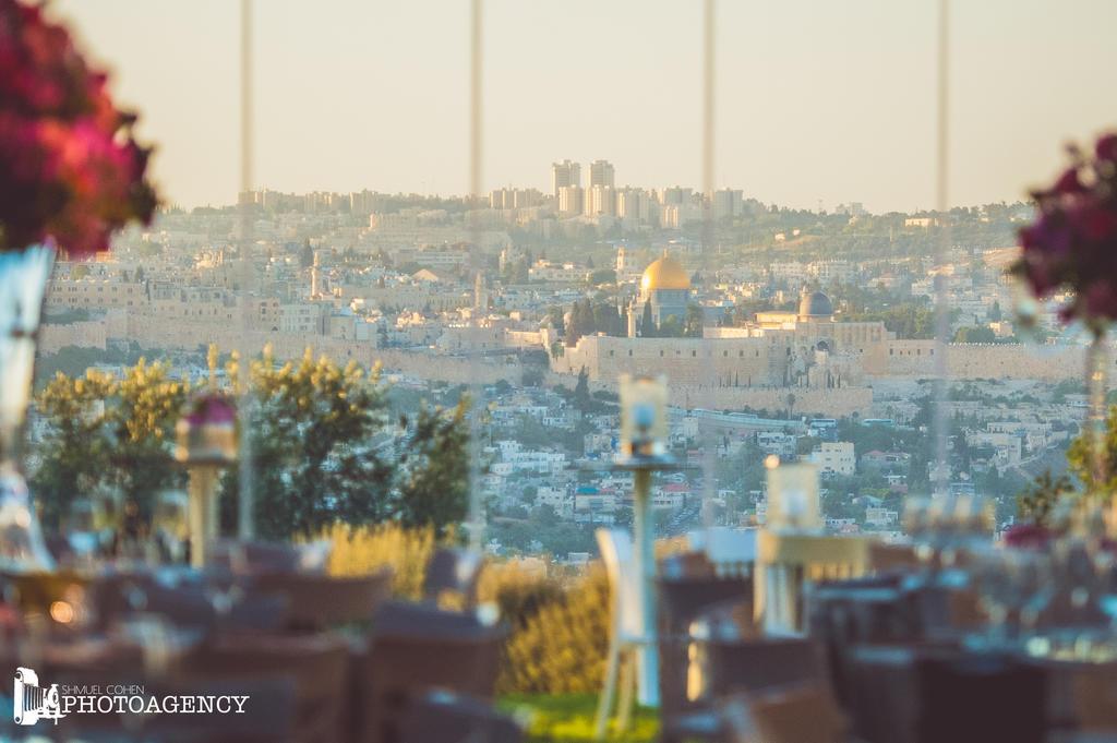עולמיא - חלל פנימי וזכוכית ונוף ירושלים