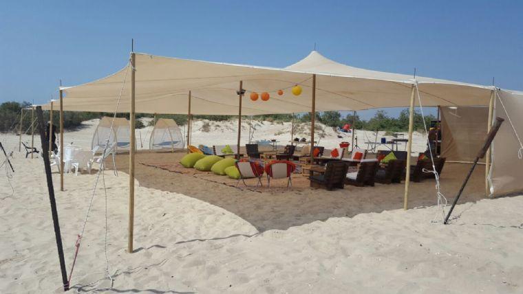 האוהל המפנק על הים- אוהל על הים ביום