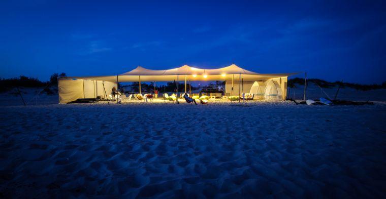 האוהל המפנק על הים- צילום לילה עם תאורה