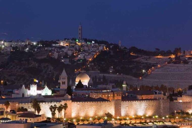 לאונרדו פלאזה – אולמות ובריכה לאירועים כשרים מהדרין עם נוף בירושלים